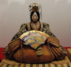 Toyama Museum Hina doll, with exquisite miniature hiogi. Hina Dolls, Kokeshi Dolls, Art Dolls, Japanese Geisha, Vintage Japanese, Hina Matsuri, Neko Cat, Turning Japanese, Geishas