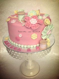 Crafts, sewing cake by Taarten van Guusje  www.taartenvanguusje.nl