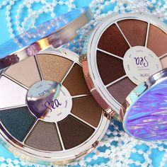 No, tartelettes, you're not seeing double! We've added yet another member to our Rainforest Of The Sea family and they're available NOW on tarte.com! Our NEW Rainforest Of The Sea eyeshadow palette volume II!  #naturalartistry #tarteunderthesea #rethinknatural