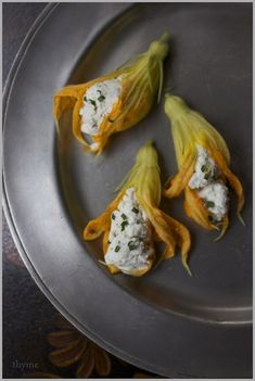 Fried Squash Blossoms Filled with Herbed Goat Cheese : 19 Pretty Things To Make With Edible Flowers Get this classic recipe here. Fried Squash Blossoms, Zucchini Blossoms, Squash Flowers, Think Food, Flower Food, Cooking Recipes, Healthy Recipes, Edible Flowers, I Foods