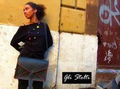 Una F4 Unisex...una #valigetta 24 h in cuoio semplice e impeccabile! Porta PC, Porta riviste, libri e quello che vuoi! per tutte le info vai al Link seguente: http://glistolti.shopmania.biz/compra/borsa-in-cuoio-f4-vari-colori-38 #shopping #roma #onlineshop #design #bijoux #accessori #Borse #madeinitaly #cuoio #handmade #bag