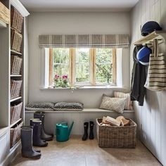 Modern Country Style Cotswold House Tour Boot room Click through for details. Country Interior, Country Furniture, Country Decor, Modern Country Style, Country Style Homes, Hallway Seating, Cotswold House, Country Dining Rooms, Elegant Homes