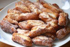 Qué ganas teníamos de publicar los huesillos o turrillos extremeños, se trata de unos dulces típicos de la zona norte de Extremadura y Ávi...