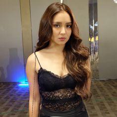 Unearth brand new hair care tips. Kathryn Bernardo Hairstyle, Kathryn Bernardo Outfits, Filipina Actress, Filipina Beauty, Liza Soberano, Hair Care Tips, Celebs, Celebrities, Beautiful Actresses