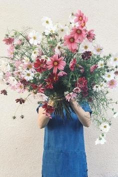 Valentine's Day bouquet we can get behind. Flower Farm, My Flower, Wild Flowers, Beautiful Flowers, Cosmos Flowers, Beautiful Paris, Spring Flowers, Arte Floral, Perennials