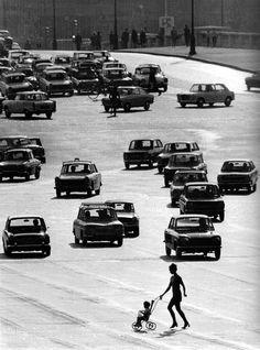 Traffic Paris 1969 Robert Doisneau