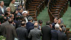 """Non è piaciuta a molti in Iran la ressa de deputati del Majles, il Parlamento, attorno a Federica Mogherini per un """"selfie"""" con la responsabile della diplomazia europea, tra i protagonisti della …"""