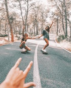 Longboarding im Canyon - Camping, Wandern, Fahren, Tauchen,. The Effective Pictures We Offer You About Camping Photography amazing photos A quality pictu Photos Bff, Friend Photos, Bff Pics, Camping Photography, Nature Photography, Photography Ideas, Adventure Photography, Canon Photography, Best Friends Forever