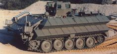 """Such M113 with the blocks of dynamic protection and a small """"superstructure"""" can often be seen on the Lebanese border in the mid-1990s. In people, these cars were nicknamed """"Klasikal"""" (accent on the last syllable). A few years later they were removed from service. Some say that when triggered RS M113 board caved in; others - that the machine simply do not osilivala extra weight."""