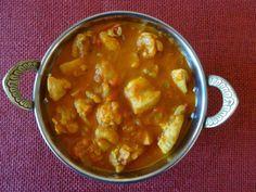 Modernia intialaista: Namak shamak! Kanacurry juoksettumattomalla jogurtti-sipulitahnalla.