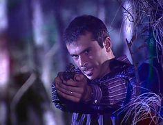 En el Capítulo 36 de El cuerpo del deseo: Andrés le dispara a Salvador y decide esconder la pistola en la recámara de Isabel