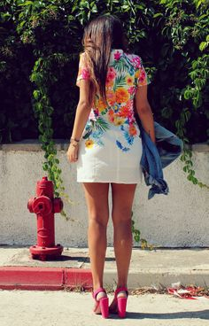 streetstyle: beautiful floral dress + pink heels