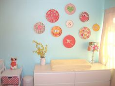 embroidery hoop art - buy the complimentary fabrics and different sized hoops, and voila!