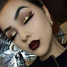eyeliner – Great Make Up Ideas Glam Makeup, Skin Makeup, Eyeshadow Makeup, Makeup Art, Beauty Makeup, Vegas Makeup, Gold Eye Makeup, Dramatic Eye Makeup, Dark Makeup