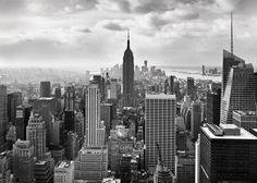 The Empire State Building rises against the New York City skyline at the center of this impressive black and white mural. The monochromatic tones give the 8 panel mural a cinematic look. Desktop Wallpaper Black, New York Wallpaper, Black And White Wallpaper, City Wallpaper, Photo Wallpaper, Wallpaper Keren, Unique Wallpaper, Wallpaper Ideas, Mac Backgrounds