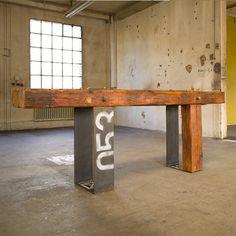 das objekt esstisch altholz 13 patinierter tisch aus altholz und stahl industriedesgin. Black Bedroom Furniture Sets. Home Design Ideas