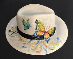 Painted Hats, Hand Painted, Paint Charts, Diy Hat, Summer Accessories, Summer Hats, Fabric Painting, Sun Hats, Wearable Art