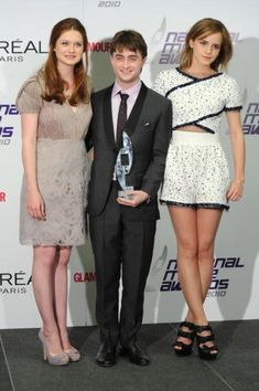 At the 2010 National Movie Awards in London with Bonnie Wright, Daniel Radcliffe and Emma Watson. Harry Potter Hermione, Harry Potter Love, Harry Potter Fandom, Harry Potter Memes, Harry Potter World, Potter Facts, Hermione Granger, Magia Harry Potter, Mundo Harry Potter