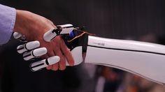 ذراعا إلكترونية يتم التحكم بها من الهاتف بسعر 300 دولار