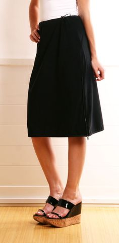 simple black skirt -- And those shoes, please. Modest Fashion, Love Fashion, Modest Clothing, Kinds Of Clothes, Clothes For Women, Wearing All Black, Creation Couture, Sewing Clothes, Pretty Outfits
