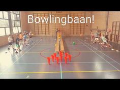 Bowlingbaan in de gymles - YouTube