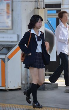 Japanese High School, Cute Japanese Girl, High School Fashion, High School Girls, Hisoka, Asian Beauty, Thighs, Hipster, Poses