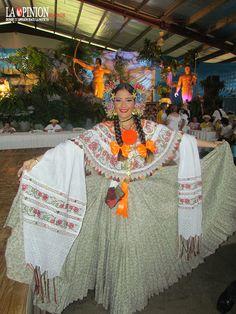 #Montuna santeña con rebozo de lujo en el concurso nacional de la Pollera en las Tablas | #pollerapanameña