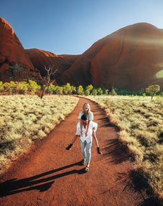Australian Road Trip, Ayers Rock, Alice Springs, Stay The Night, Travel Aesthetic, Beautiful Places To Visit, Australia Travel, Adventure Travel, Travel Inspiration