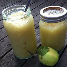 Hjemmelaget eple/aprikos syltetøy: 2 kilo epler, ½ liter vann, 1 pose aprikoser, 2 sitroner, 1 ½ kilo sukker. På vårt Müslibrød med cottagecheese får du en sikker vinner :) @elleville83 (Instagram)