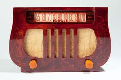 """Deco Catalin DeWald A-501 """"Lyre"""" Radio in Highly Marbleized Oxblood Red"""