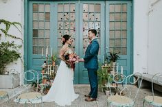 A vision of texture, warm colors complementing large turquoise doors, and a Southwestern meets Spanish vibe. Melissa of M2 Photography tells us that those are the things that inspired her latest styled shoot at Maas Building in Philadelphia. Melissa teamed up with event designer, Belovely, to bring the colors and feelings of the Southwest to...