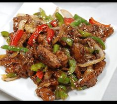 We love easy dinner recipes that are ready in less than 30 minutes! This One–Pot Black Pepper Chicken is not only simple to make, but it's healthy too Skinny Recipes, Ww Recipes, Asian Recipes, Cooking Recipes, Healthy Recipes, Skinny Chicken Recipes, Delicious Recipes, Soup Recipes, Recipes With Chicken And Peppers
