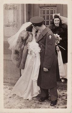 Wedding dresses vintage pictures ideas for 2019 Vintage Kiss, Vintage Couples, Vintage Wedding Photos, Vintage Romance, Vintage Bridal, Vintage Pictures, Vintage Love, Wedding Pictures, Vintage Weddings