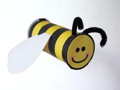 Summ, summ, summ …die Biene Fridolin lädt zu einer fröhlichen Bastel- und Gesangstunde ein. Aufgepasst, man kann sich auch Stechen.