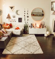 All the bedroom design ideas you'll ever need. Find your style and create your dream bedroom scheme no matter what your budget, style or room size Aesthetic Bedroom, Dream Rooms, New Room, House Rooms, Dorm Room, Living Room Decor, Hippie Living Room, Fall Bedroom Decor, Cool Room Decor