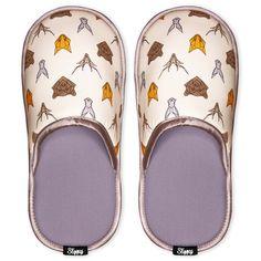 Hledáte pohodlnou domácí obuv, která bude navíc zdobit vaše nožky? Pak pro vás budou protiskluzové pantofle zdobené roztomilými motivy zvířat to pravé! Tak si hoďte nohy nahoru a užijte si své pohodlí. #slippsy #differentcz #damskepantofle #unisexpantofle Slippers, Unisex, Pets, Yellow, Shoes, Products, Fashion, Animales, Moda