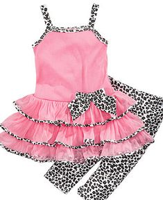 Super cute! @Tannis Zebedee - I could totally see little Miss P rockin' this outfit!