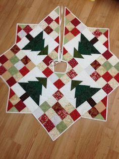 Christmas Tree Skirt by TarynsNana on Etsy