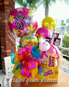 Center piece for a birthday party Candy Boquets, Candy Bouquet Diy, Bouquet Box, Gift Bouquet, Balloon Bouquet, Birthday Candy, Birthday Balloons, Birthday Gifts, Best Gift Baskets