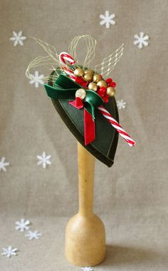 The highlight for your New Year's Eve outfit, fascinator with candy cane / christma … – All For Christmas Diy Christmas Hats, Christmas Tea Party, Holiday Hats, Christmas Fashion, Vintage Christmas, Christmas Sweaters, Xmas, Tea Party Outfits, Tea Party Hats
