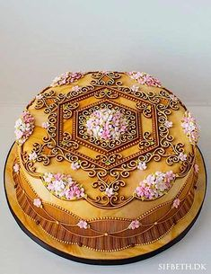 Let's talk piping , peeps.   Because nothing shows off a baker's talent - or makes our jaws drop -...