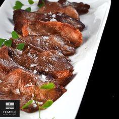 Gyutan / Finas láminas de lengua de ternera selladas en aceite de sésamo y un toque de sal Maldon