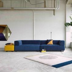 De Nolan is een verfijnd en elegant model met Scandinavische midcentury invloeden. Deze mooie blauwe 4-zits bank van Fest Amsterdam is gemaakt van de bijzondere
