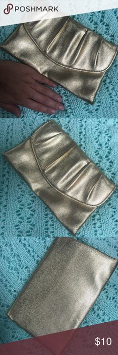 Gold Clutch Cute, little gold clutch! Perfect for a night out 😍 Bags Clutches & Wristlets