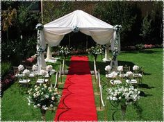 Outdoor Wedding Decorating ~ simple & beautiful #OutdoorWedding