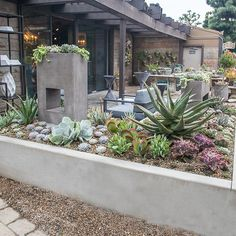 Rogers Gardens_ Amazing Garden and Home store in California! Modern Garden Design, Contemporary Garden, Amazing Gardens, Beautiful Gardens, Gardening Photography, Hamptons Decor, Rogers Gardens, Coastal Gardens, Flower Landscape