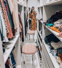 Walk In Closet Small, Walk In Closet Design, Small Closets, Closet Designs, Small Apartment Closet, Narrow Closet, Wardrobe Design Bedroom, Bedroom Wardrobe, Home Bedroom