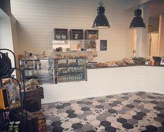 Tack för gårdagen alla kunder! Idag är det nya bullar! Välkomna! #sockermajas #amhult #bröd #bulle #kanelbulle #ceasarsallad #italiensktomatsoppa