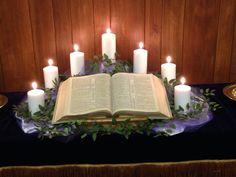 Church Altar Decorations, Church Christmas Decorations, Christmas Tablescapes, Church Flower Arrangements, Church Flowers, Church Banners Designs, Alter Decor, Altar Design, Prayer Garden