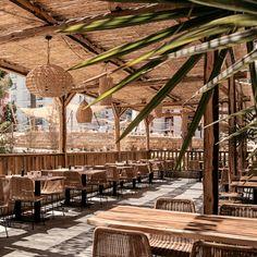 Cook & # s Club Palma Beach Outdoor Restaurant Patio, Bali Restaurant, Terrace Restaurant, Outdoor Cafe, Decoration Restaurant, Tiki Bar Decor, Restaurant Interior Design, Palma Beach, Rustic Coffee Shop